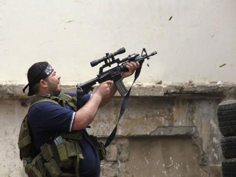 Al-Qaeda kriger med en amerikansk M4.