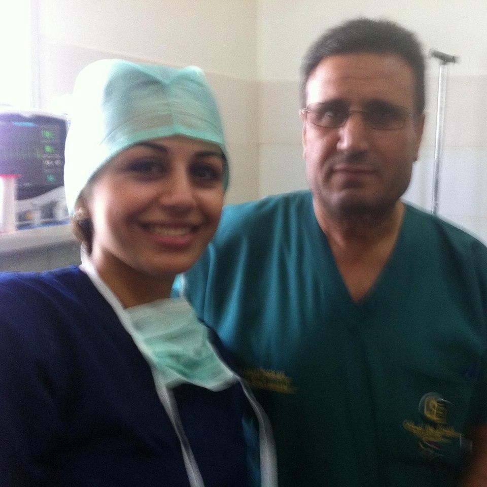 Lægestuderende Haifaa Awad (tv.)