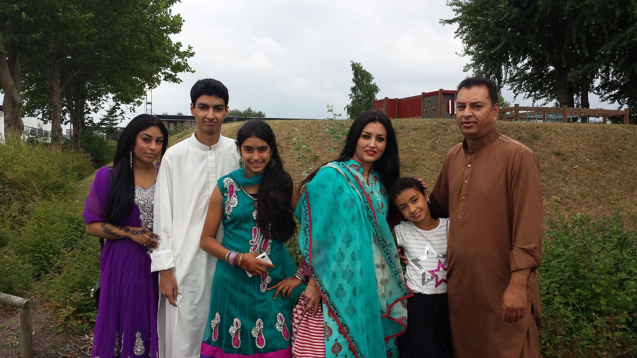 Zaki Agha (nr 2. fra venstre) med sin familie.