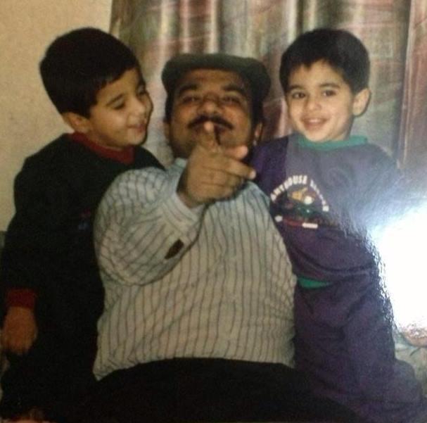 Tvillingebror Inam Zarar (tv.), faderen (midten) og Ehsan Zarar (th.).
